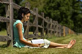 7_girl-bible-fence